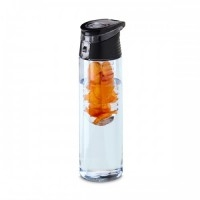 Squeeze. AS e PP. Com infusor de frutas. Capacidade: 740 ml. Food grade. ø70 x 247 mm